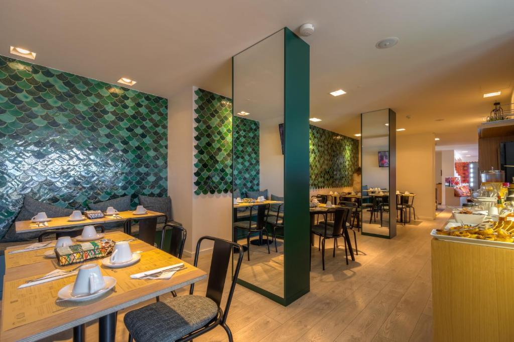 Ein Restaurant oder anderes Speiselokal in der Unterkunft Hotel Spot Family Suites