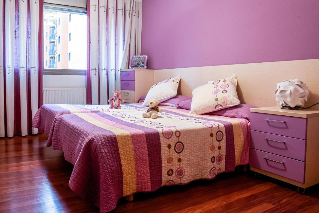 A bed or beds in a room at EL PALACIO DE MIRIBILLA / Miribilla palace-Palast