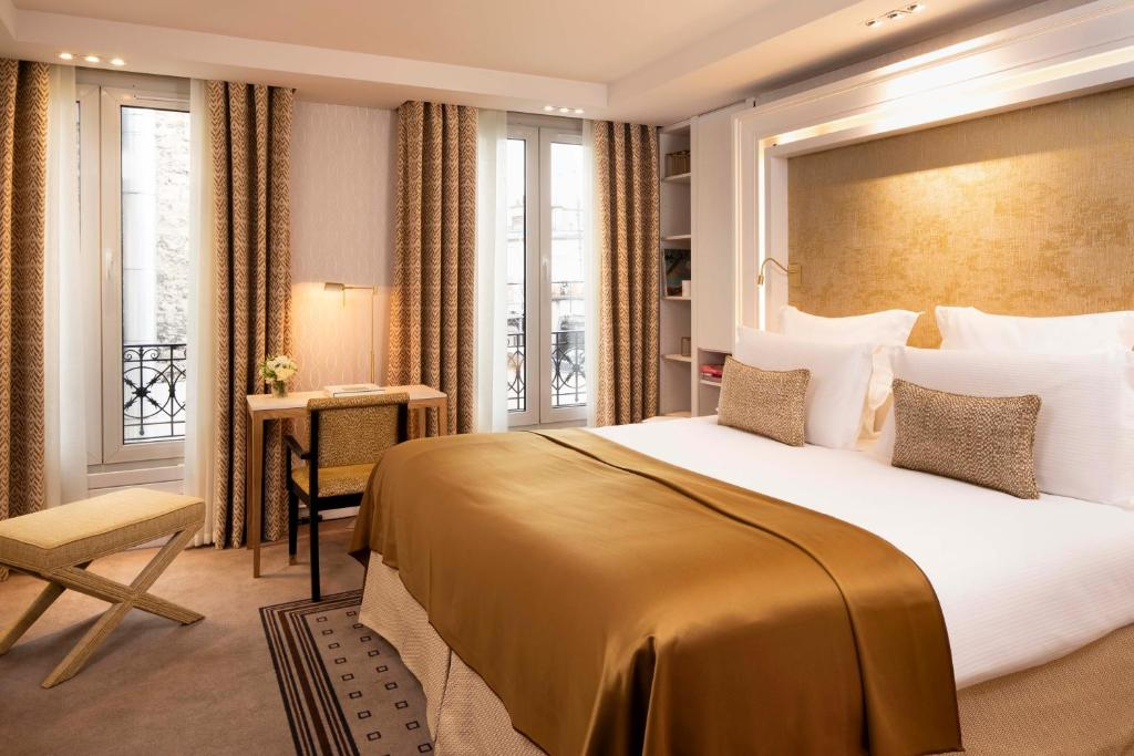 A bed or beds in a room at Hôtel Madison
