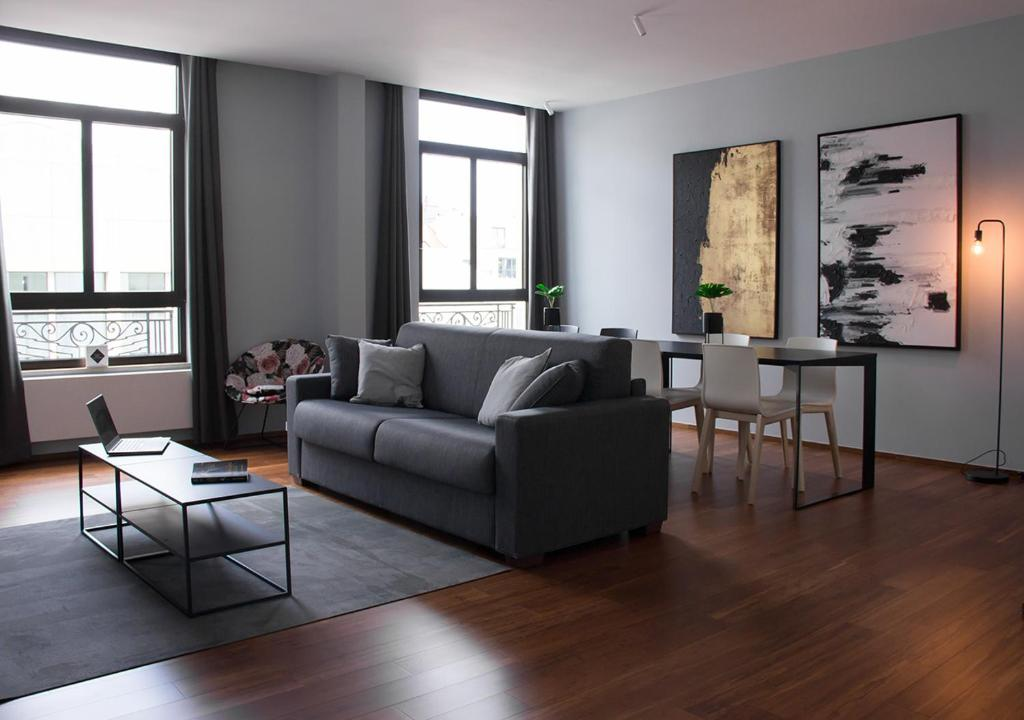A seating area at Smartflats Premium - High Street