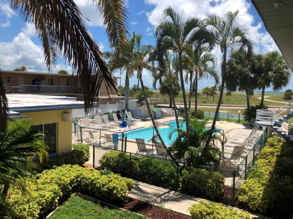 A view of the pool at Arvilla Motel or nearby
