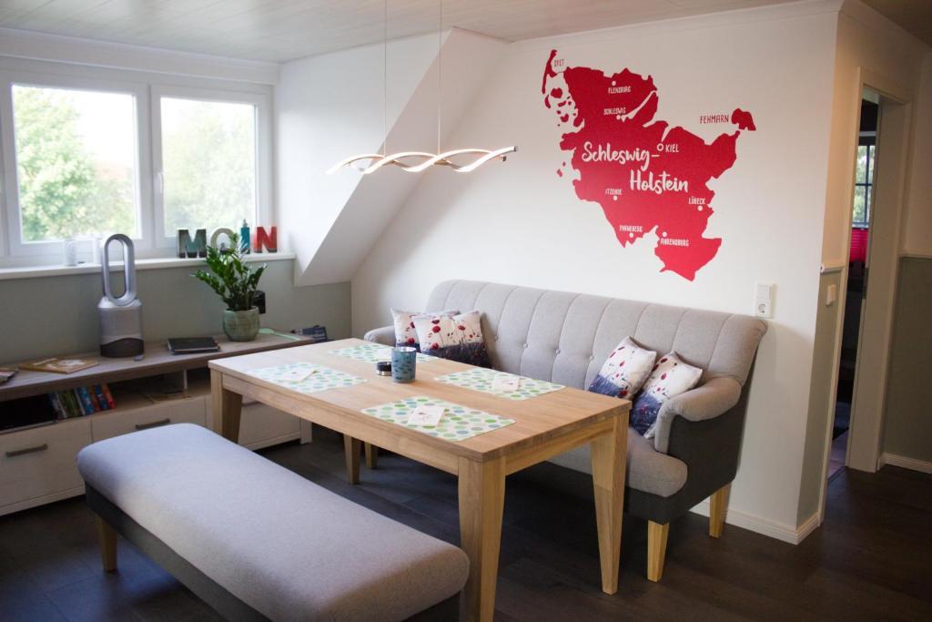 Ein Sitzbereich in der Unterkunft FeWo Hollesen