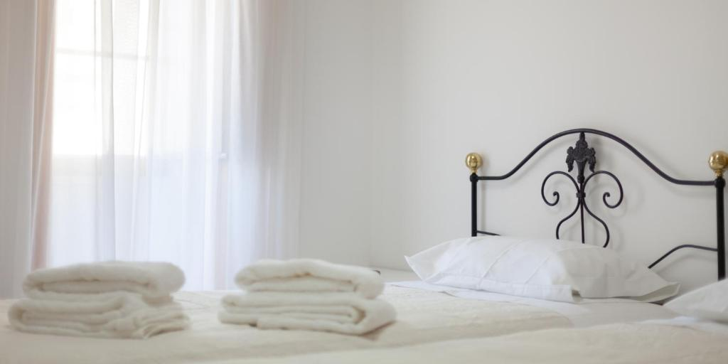 A bed or beds in a room at Casa dos Tios