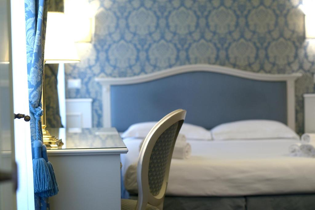 A bed or beds in a room at Corte Barozzi Venice Suites