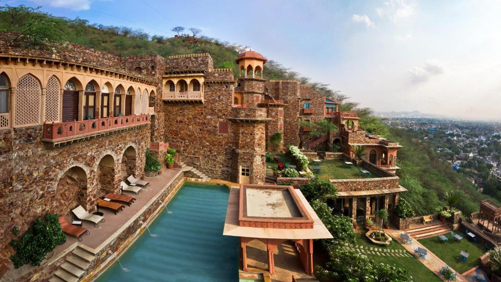 A bird's-eye view of Neemrana Fort-Palace
