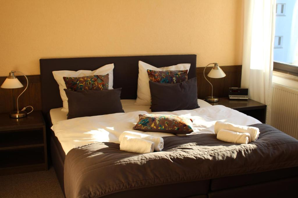 Ein Bett oder Betten in einem Zimmer der Unterkunft Hotel Brunnenhof