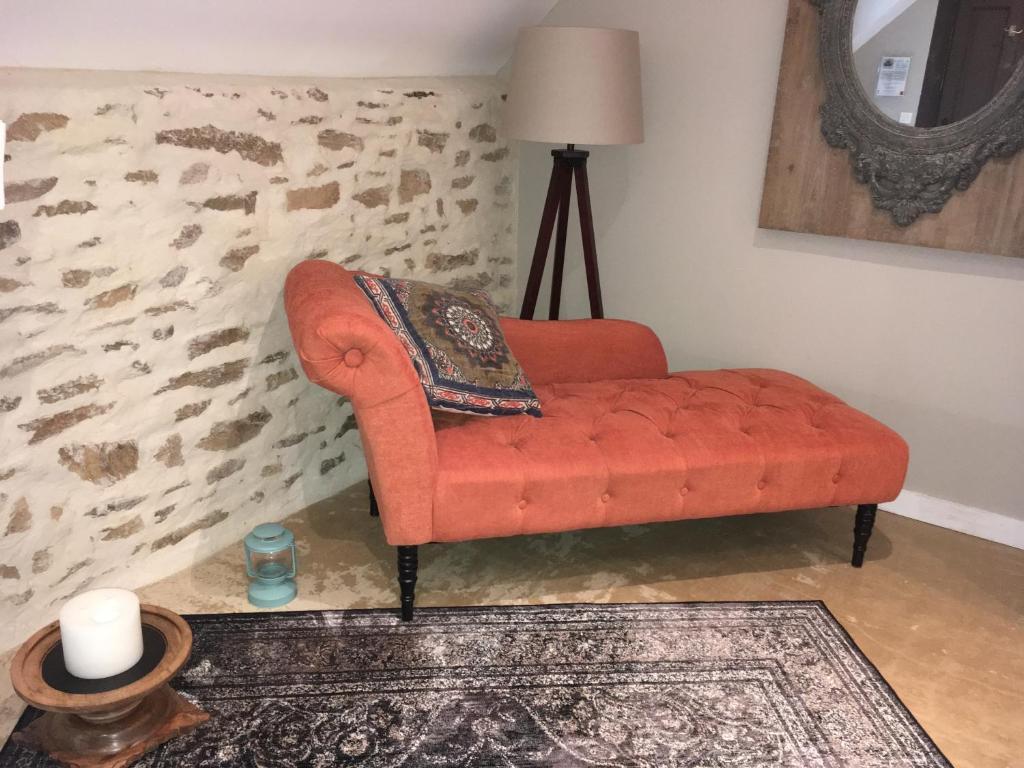 La Chaise Longue Billard bed and breakfast les dames de nage, grand-champ, france