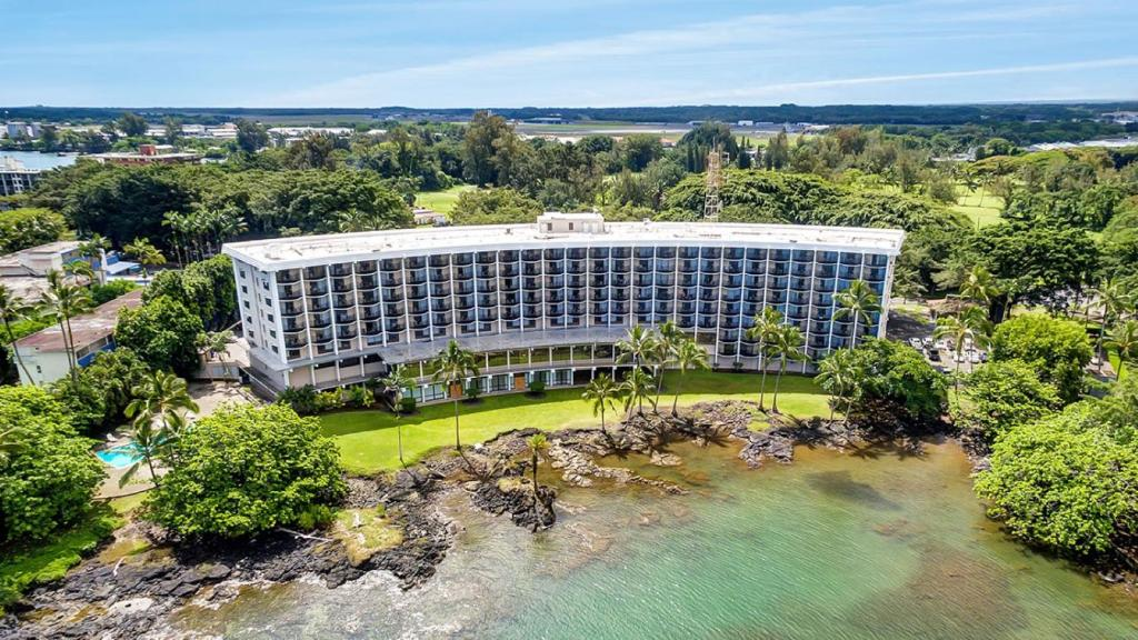 A bird's-eye view of Castle Hilo Hawaiian Hotel