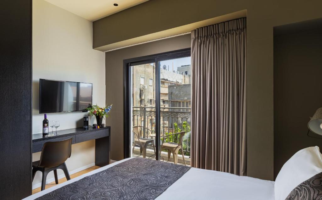 Cama ou camas em um quarto em Kalvin Boutique Hotel Tel-Aviv