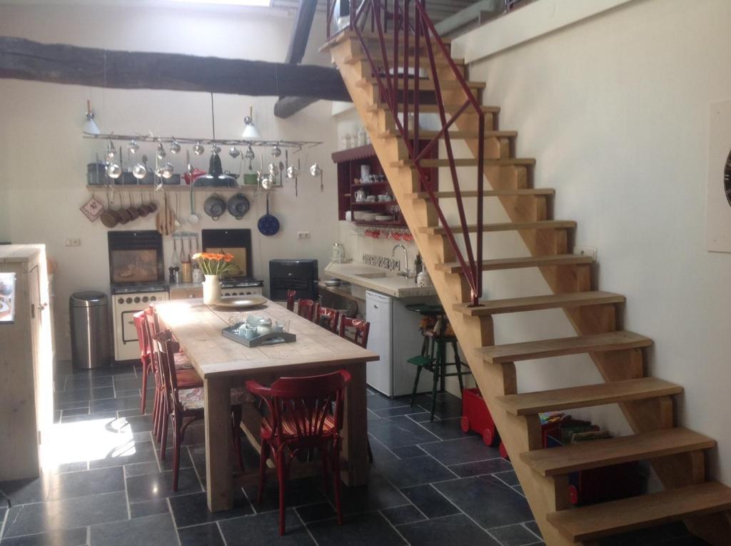 A kitchen or kitchenette at Inne Schuur