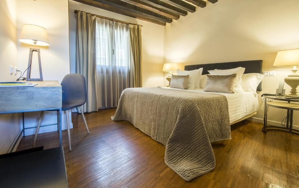 boutique hotels in toledo  53