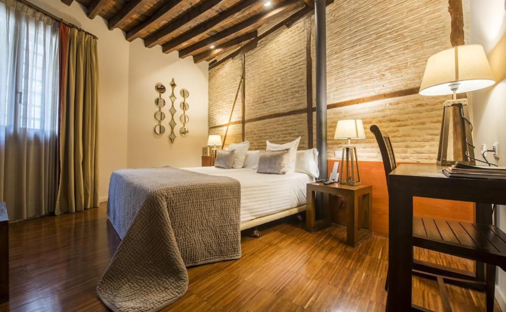 boutique hotels in toledo  55