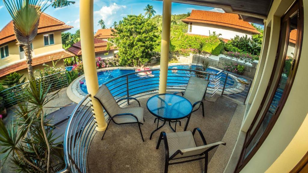 Ein Blick auf den Pool von der Unterkunft Samui Villa Plumeria at Thongson Bay Beach oder aus der Nähe
