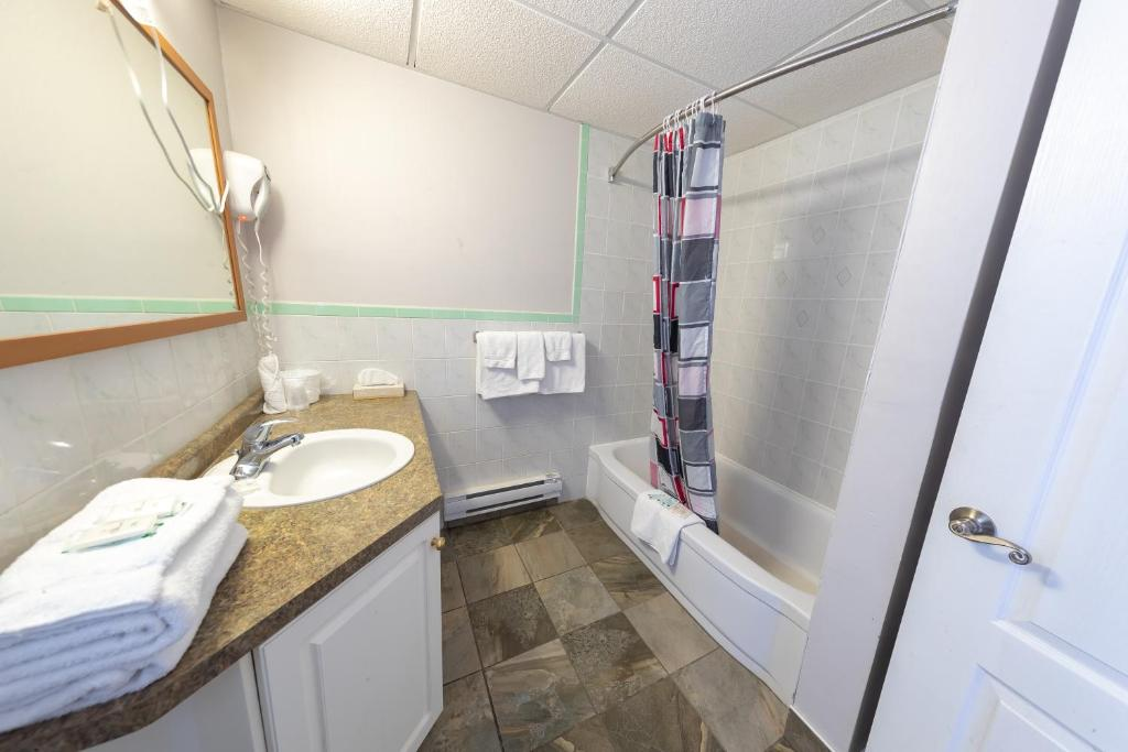 Kućne, kuhinjske, baštenske i za kupatilo sprave i kontejneri.