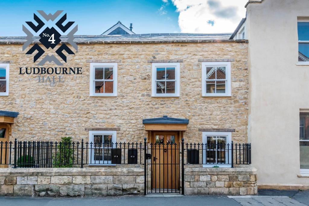 No.4 Ludbourne Hall