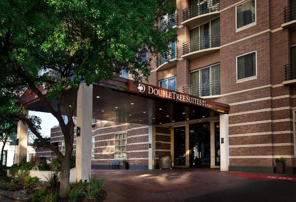 The facade or entrance of DoubleTree Suites by Hilton Austin