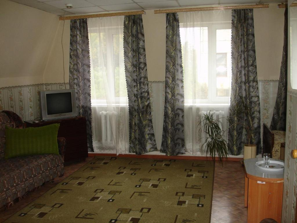 A television and/or entertainment center at Lenkost Motel