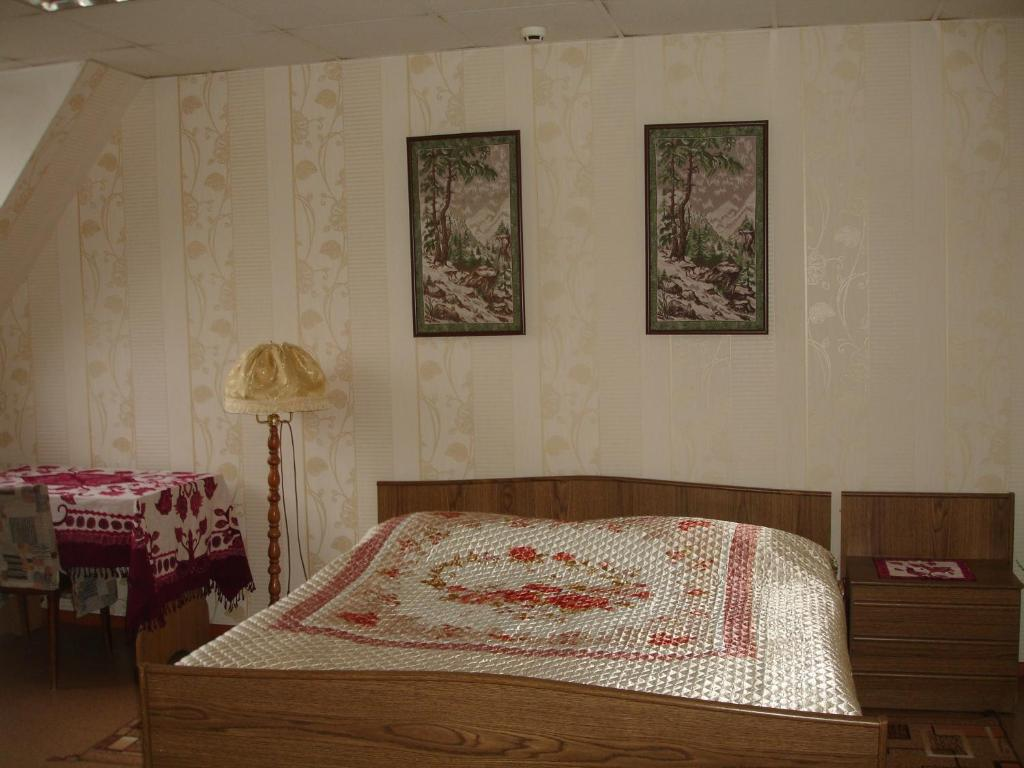 A bed or beds in a room at Lenkost Motel