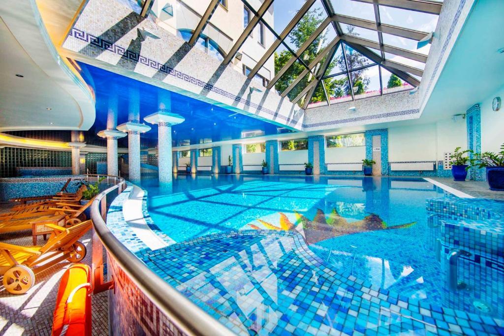 בריכת השחייה שנמצאת ב-Hotel Haffner או באזור