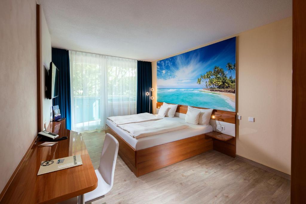 Ein Bett oder Betten in einem Zimmer der Unterkunft Victory Gästehaus Therme Erding