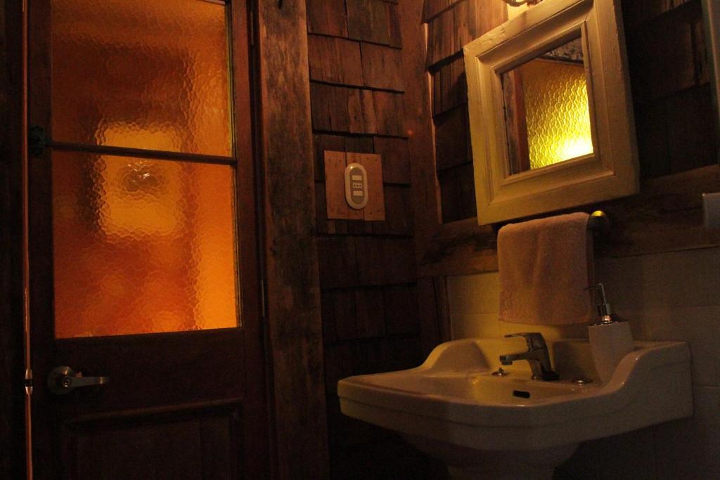 Un baño de Palafito Ayün