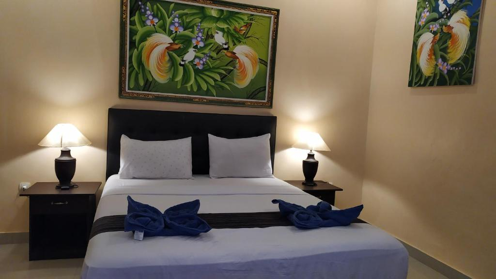 A bed or beds in a room at Kusuka Bungalow