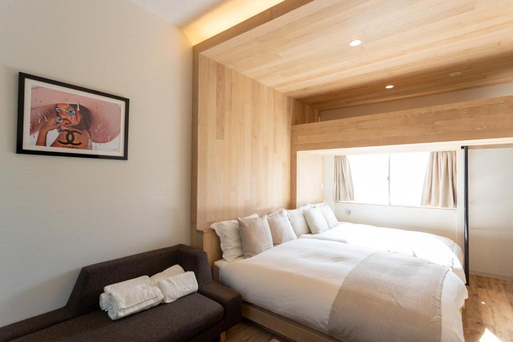 A bed or beds in a room at Sakura Cross Hotel Shinjuku East