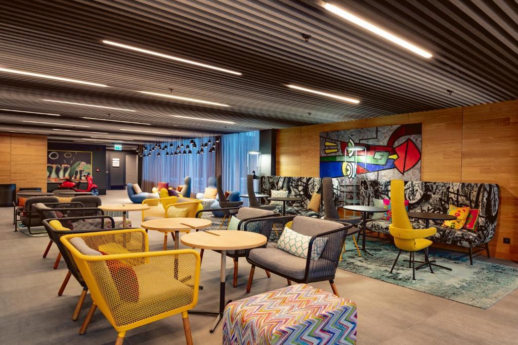 The lounge or bar area at Radius Hotel Tbilisi