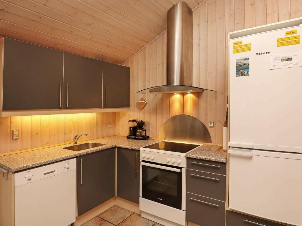 Five-Bedroom Holiday home in Ålbæk 2