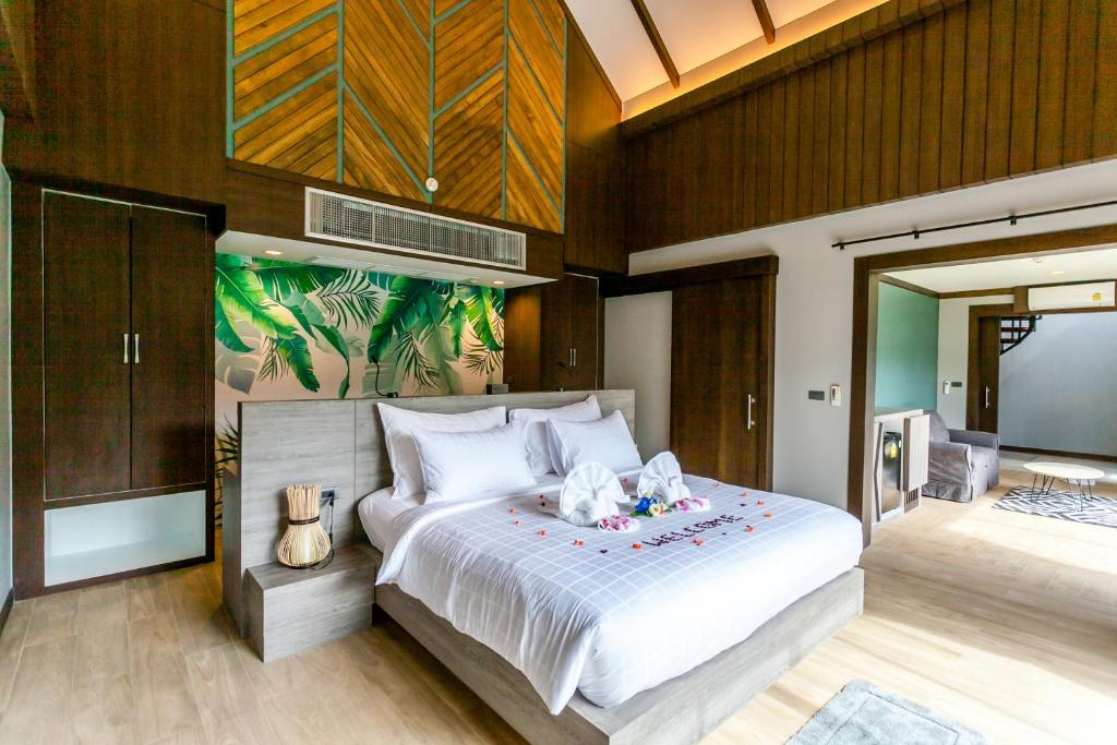 A bed or beds in a room at ChaoKoh Phi Phi Hotel & Resort