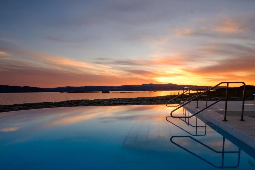 בריכת השחייה שנמצאת ב-Portavadie Loch Fyne Scotland או באזור