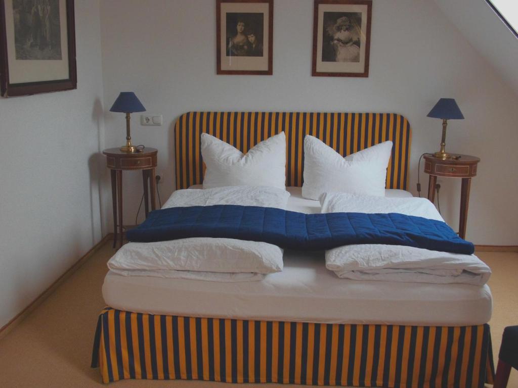 Ein Bett oder Betten in einem Zimmer der Unterkunft Pension Am Museum