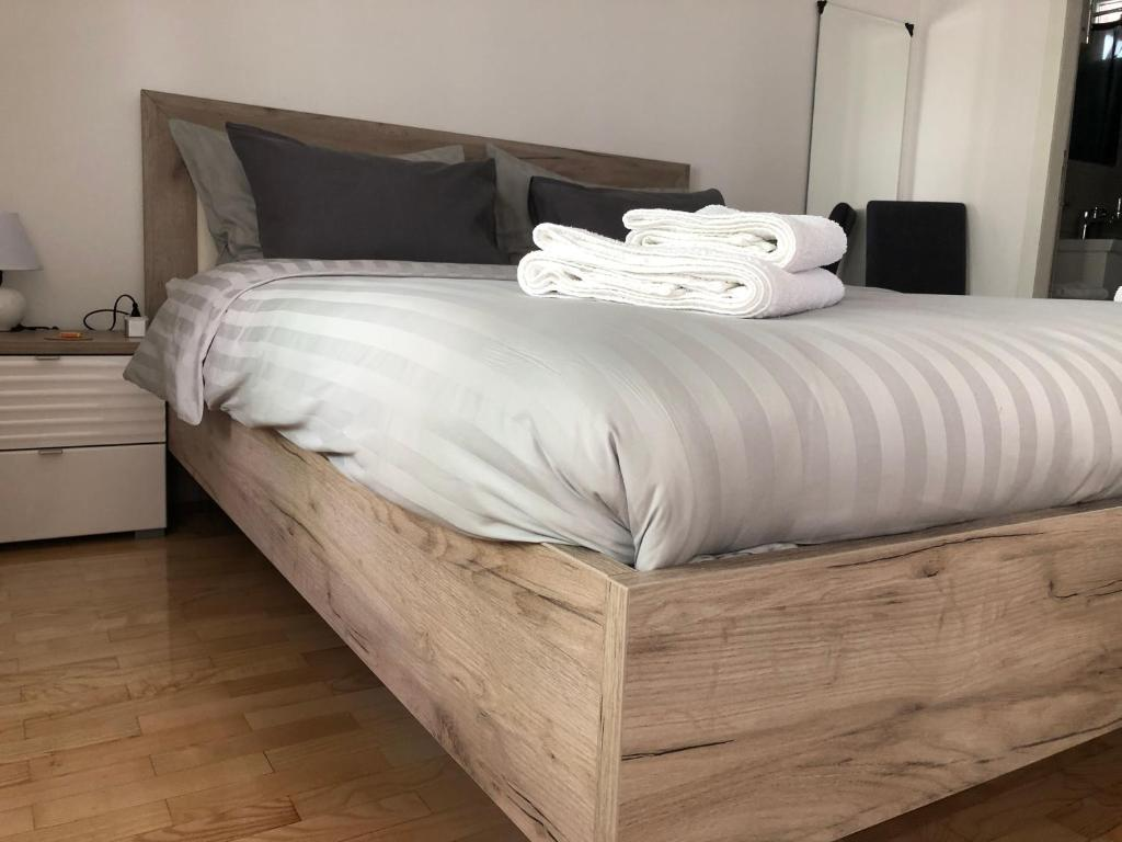 A bed or beds in a room at Studio NS Central