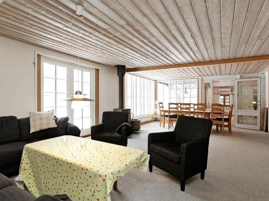 Five-Bedroom Holiday home in Væggerløse 4