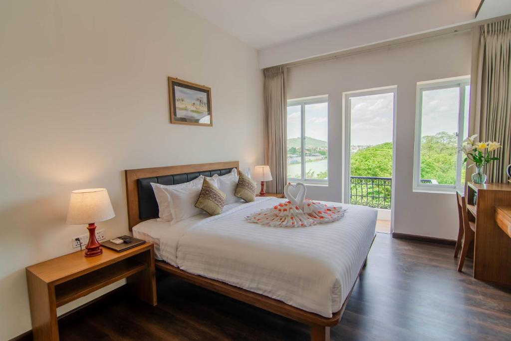 A bed or beds in a room at Hotel The Haven