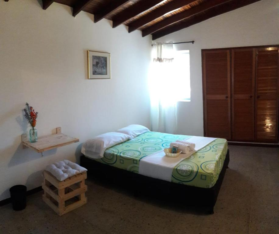 A bed or beds in a room at GUEST HOUSE THE LAURELES2