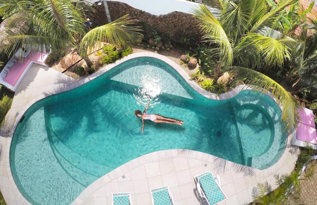 A view of the pool at Pousada Ilha do Vento or nearby