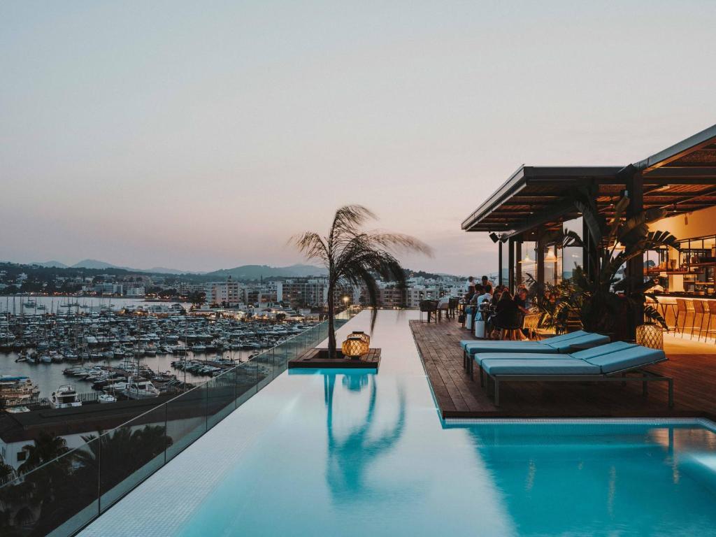 Aguas de Ibiza Grand Luxe Hotel, Santa Eulària des Riu ...