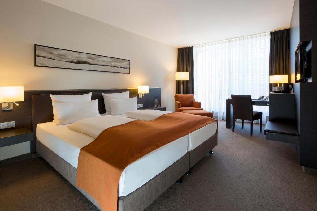 Ein Bett oder Betten in einem Zimmer der Unterkunft Atlantic Hotel Lübeck