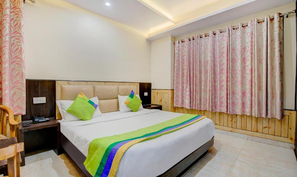 A bed or beds in a room at Treebo Trip Avantika