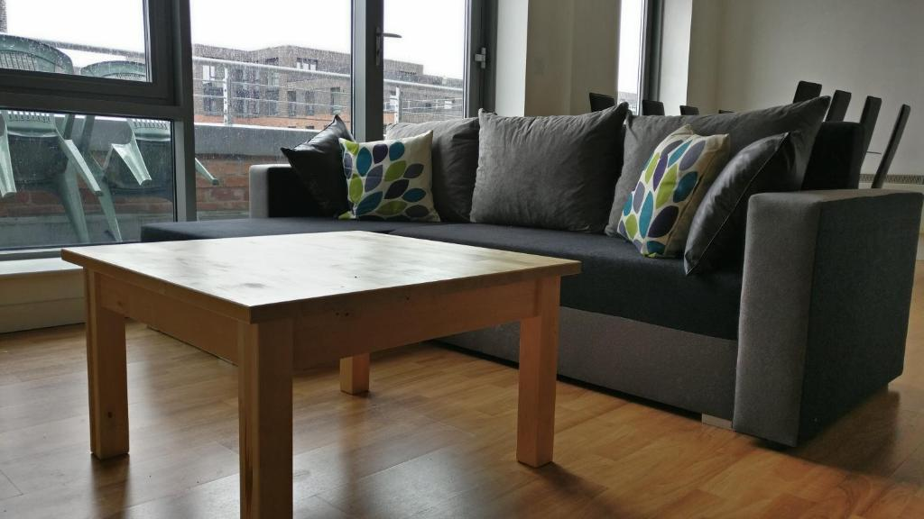 A seating area at City Centre apartment with balcony and striking views. Five min from train station