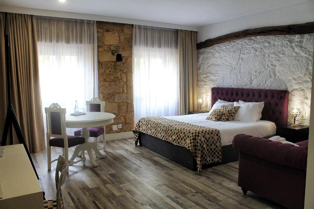 A bed or beds in a room at Art'otel Barcelos