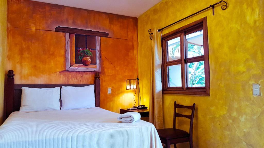 A bed or beds in a room at Hotel Rancho Argueta