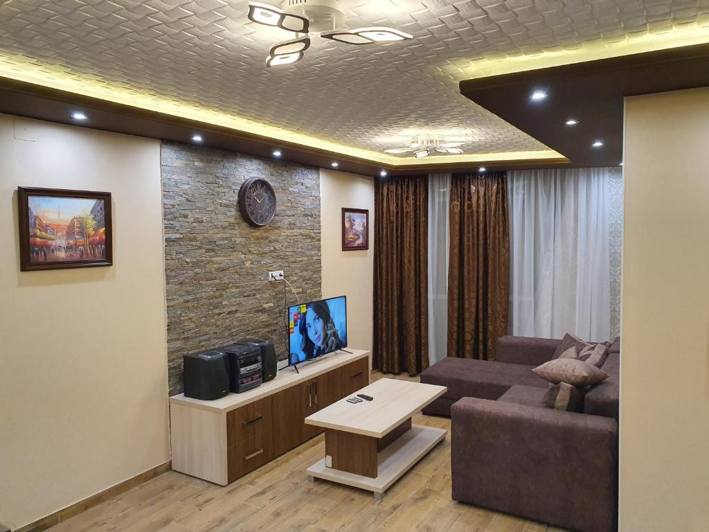 A television and/or entertainment center at Vilotic group, Apartman 3