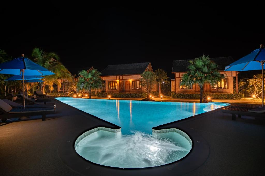 The swimming pool at or near Na Vela Village