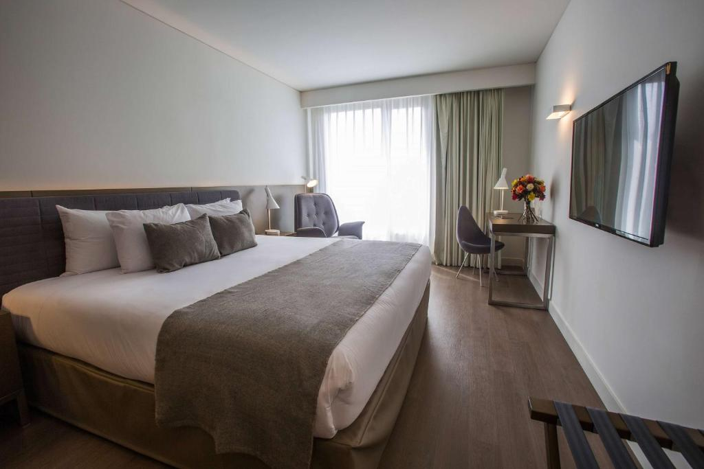 A bed or beds in a room at Dazzler by Wyndham Lima San Isidro