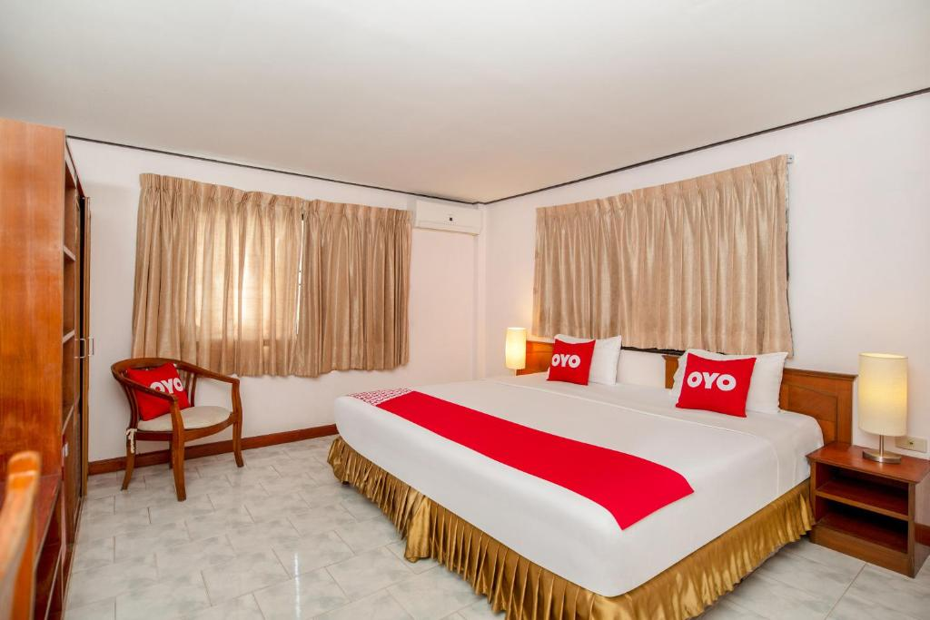 A bed or beds in a room at OYO 288 The Minotel Hotel
