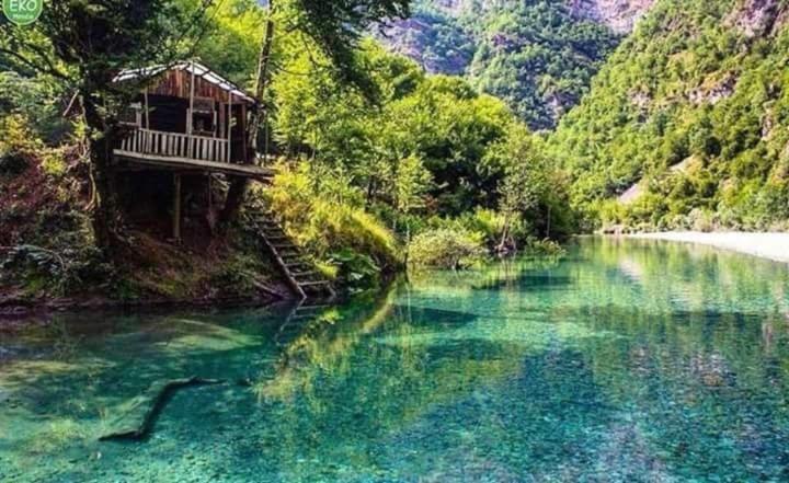 בריכת השחייה שנמצאת ב-Blini-Park Guesthouse או באזור