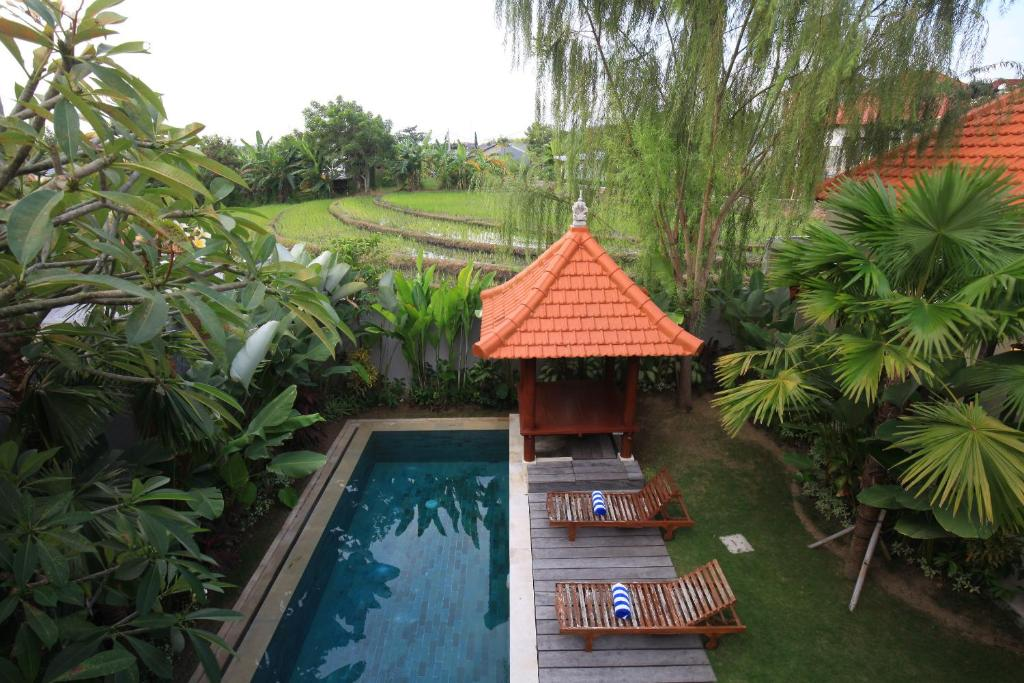 A view of the pool at Pom Pom Villa or nearby