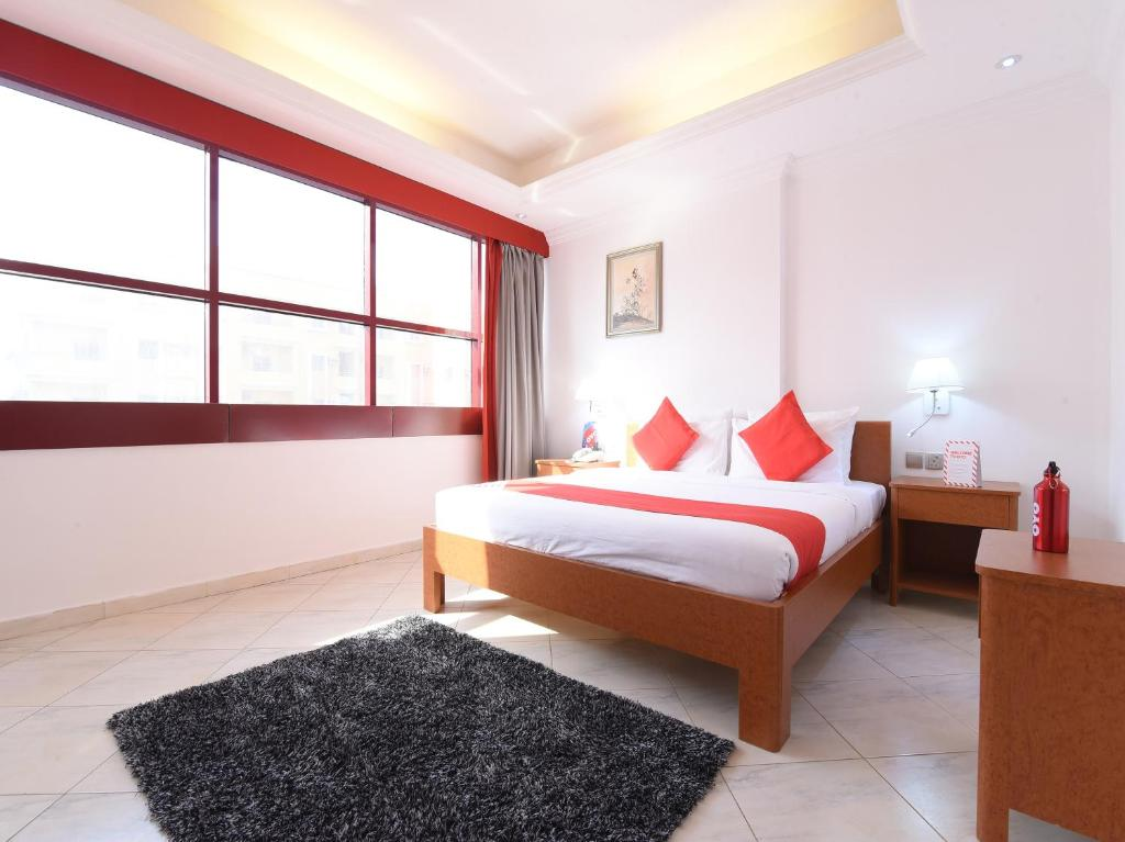 A bed or beds in a room at OYO 272 Mirage Hotel